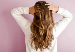 7 metodi per avere i capelli mossi naturali con prodotti bio