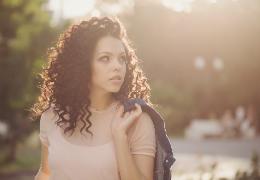 Curly Girl Method: la guida per capelli mossi e ricci