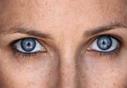 Cerchi una crema contorno occhi economica? Ecco i nostri top 10!