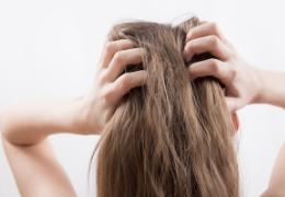 Come combattere la forfora nei capelli